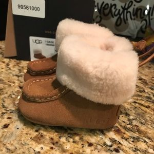 UGG Baby Boots Size 0/1 fits 0-6 Months New in Box